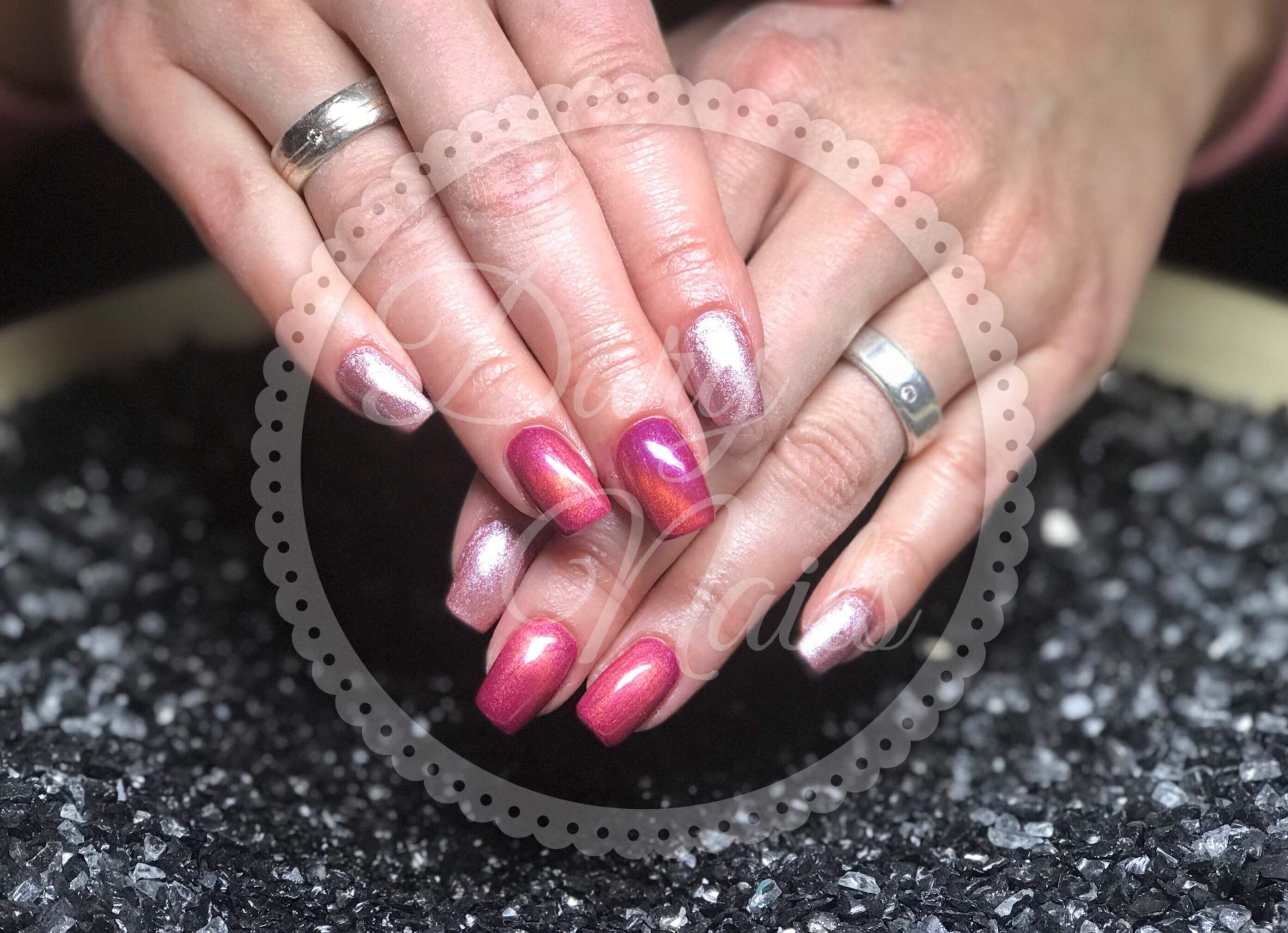 Gel-Nägel in Cats-Eye pink und antique rose