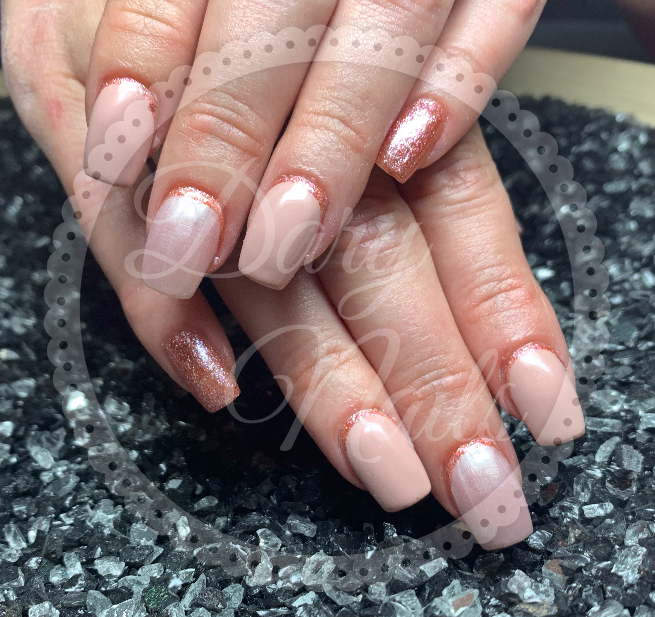 Nude mit Orange Effektglitzer
